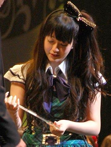 『第2回AKB48選抜総選挙』開票イベントの模様<br>18位 佐藤亜美菜