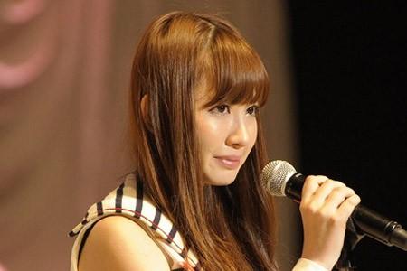 『第3回AKB48選抜総選挙』開票イベントの模様<br>6位 小嶋陽菜