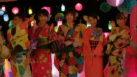 AKB48 「さよならクロール」MVカット<br>(左から)大島優子、柏木由紀、篠田麻里子、松井玲奈、小嶋陽菜