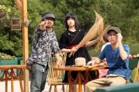 左から清水崇監督、キキ役の小芝風花、とんぼ役の広田亮平<br>⇒