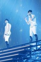 『東方神起 LIVE TOUR 2013 〜TIME〜』<br>ファイナル東京ドーム公演の模様 (左から)ユンホ、チャンミン