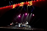 THE BAWDIES 全国全県ツアー『1-2-3 TOUR 2013』横浜アリーナ公演の模様