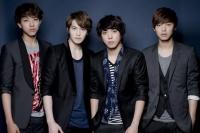 (左からイ・ジョンシン、イ・ジョンヒョン、ジョン・ヨンファ、カン・ミンヒョク)