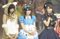 『34thシングル選抜じゃんけん大会』の模様<br>(左から)鵜野みずき、佐々木優佳里、菊地あやか