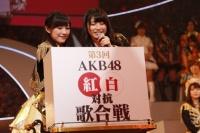 『第3回AKB48紅白対抗歌合戦』の模様<br>両チームキャプテンの渡辺麻友(左)と横山由依 (C)AKS