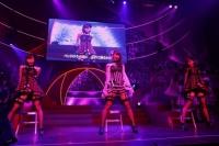 『第3回AKB48紅白対抗歌合戦』<br>【紅組 5曲目】「上魅惑のガーター」を歌う(左から)渡辺美優紀、柏木由紀、須田亜香里 (C)AKS