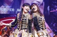 『第3回AKB48紅白対抗歌合戦』<br>「ヘビーローテーション」を歌うAKB48 (C)AKS