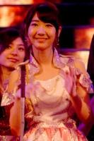『第64回NHK紅白歌合戦』の初日リハーサルに参加した<br>五木ひろしのステージに登場したAKB48の柏木由紀<br><br>