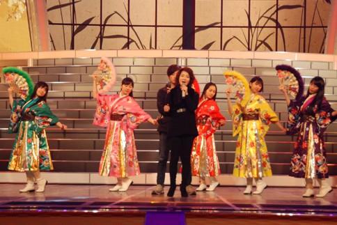 『第64回NHK紅白歌合戦』の初日リハーサルに参加した<br>演歌歌手の香西かおりのバックで踊るももいろクローバーZ<br>(左から有安杏果、佐々木彩夏、百田夏菜子、玉井詩織、高城れに)<br>[香西かおりは出場17回目/ももいろクローバーZ出場2回目/「酒のやど」]<br><br>
