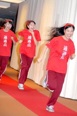 『第64回NHK紅白歌合戦』の初日リハーサルに参加した<br>ももいろクローバーZ(左から百田夏菜子、玉井詩織、高城れに)<br>[出場2回目/「ももいろ紅白2013だZ!!」]<br><br>