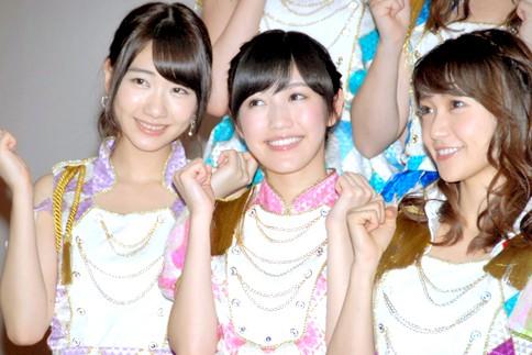 『第64回NHK紅白歌合戦』の初日リハーサルに参加した<br>AKB48(左から柏木由紀、渡辺麻友、大島優子)<br>[出場6回目/「紅白2013SP〜AKB48フェスティバル!〜」]<br><br>