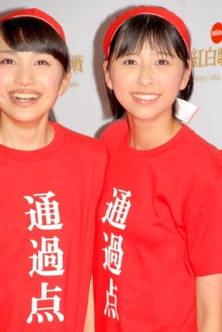 『第64回NHK紅白歌合戦』の初日リハーサルに参加した<br>ももいろクローバーZ(左から百田夏菜子、玉井詩織)<br>[出場2回目/「ももいろ紅白2013だZ!!」]<br><br>