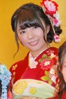 2014年のAKB48グループ 成人式記念撮影会に出席した<br> AKB48 チームB 中村麻里子