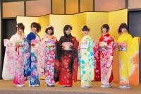 2014年のAKB48グループ 成人式記念撮影会に出席した<br> NMB48の(左から)村上文香、高野祐衣、渡辺美優紀、山本彩、市川美織、島田玲奈、山口夕輝