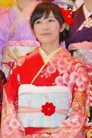 2014年のAKB48グループ 成人式記念撮影会に出席した<br> AKB48 チームA 渡辺麻友