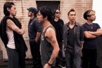 Dragon Ash (左から)ATSUSHI、BOTS、Kj、HIROKI、DRI-V、桜井誠<br>⇒
