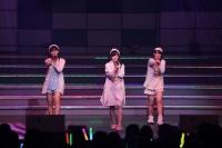 『リクエストアワーセットリストベスト200 2014』<br> 147位「パジャマドライブ」<br> (左から)小嶋真子、渡辺麻友、大和田南那