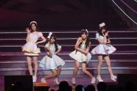 『AKB48 ユニット祭り 2014』の模様<br>13曲目「ボーイハントの方法 教えます」<br>(左から)島崎遥香、木崎ゆりあ、指原莉乃、矢倉楓子