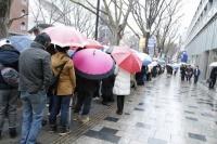板野友美が表参道に期間限定ショップ『little Tomo SHOP』をオープン<br>会場の外には長蛇の列が