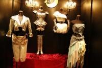 板野友美が表参道に期間限定ショップ『little Tomo SHOP』をオープン<br>過去作品の衣装なども飾られる