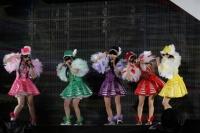 ももいろクローバーZ 初の国立競技場ライブの模様<br>
