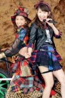 『AKB48単独 春コンin国立競技場』(3月29日)の模様<br>大島優子と小嶋陽菜