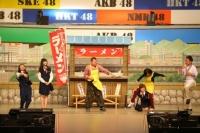 """『AKB48グループ春コンinさいたまスーパーアリーナ〜思い出は全部ここに捨てていけ!〜』<br>NMB48単独公演では""""吉本新喜劇""""の披露も"""