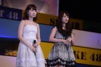 『AKB48グループ春コンinさいたまスーパーアリーナ〜思い出は全部ここに捨てていけ!〜』<br>NMB48単独公演の模様<br>「思い出のほとんど」を歌う(左から)小笠原茉由、小谷里歩