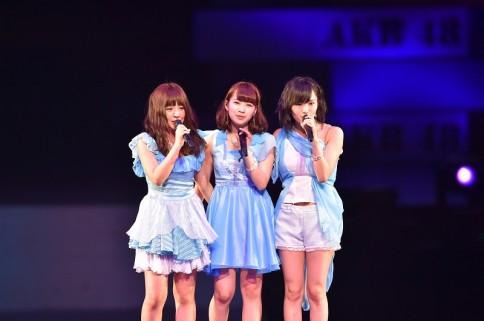 『AKB48グループ春コンinさいたまスーパーアリーナ〜思い出は全部ここに捨てていけ!〜』<br>NMB48単独公演の模様<br>「太宰治を読んだか」を歌う(左から)山田菜々、小笠原茉由、山本彩