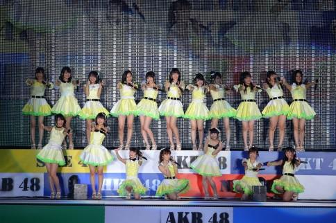 『AKB48グループ春コンinさいたまスーパーアリーナ〜思い出は全部ここに捨てていけ!〜』<br>NMB48単独公演の模様<br>「三日月の背中」