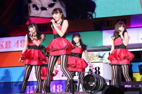 『AKB48グループ春コンinさいたまスーパーアリーナ〜思い出は全部ここに捨てていけ!〜』<br>NMB48単独公演の模様<br>「恋愛被害届け」