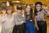 日中のアイウエアカルチャーをテーマにトークを行った(左から)伶俐(リン・リー)、益若つばさ、庄小雨、TOKYO PANDA
