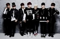 防弾少年団(BTS)(左からV、SUGA、JIN、JUNG KOOK、RAP MONSTER、JIMIN、J-HOPE)