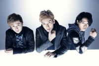 w-inds.(左から千葉涼平、千葉涼平、緒方龍一)