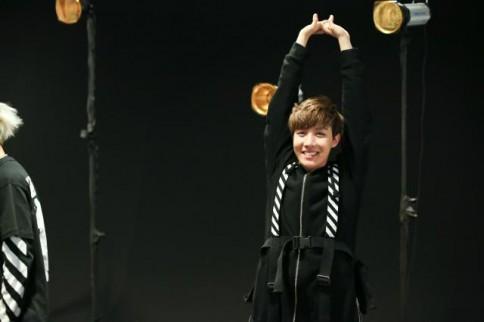 防弾少年団(BTS)のデビューシングル「NO MORE DREAM -Japanese Ver.-」のジャケット写真撮影の様子<br>J-HOPE(ジェイホープ)