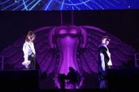 『大島優子卒業コンサート』<br>タップダンスを踊る大島優子と宮澤佐江