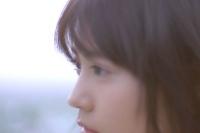 有村架純が出演する『2WEEKメニコン Rei』新CM「花が舞う世界」篇