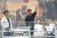 福岡・JR博多シティ駅前広場でのイベントには7000人のファンが集まり、駅前は騒然となった。<br> トム・クルーズ『オール・ユー・ニード・イズ・キル』来日PRツアー密着フォト&独占動画インタビュー☆