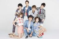 AAA(時計回りに左から末吉秀太、浦田直也、與真司郎、日高光啓、宇野実彩子、西島隆弘、伊藤千晃)