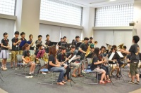 サークル紹介では、落語や演奏などいろんな催し物を開催。應援團吹奏楽部は、アナ雪のテーマ曲「レット・イット・ゴー」を披露