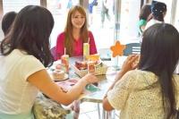『Meijo Girl's Cafe』には行列も。話題は学校生活から恋愛トークまでさまざまで、会場はまるで女子会のよう!