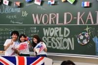 ワールド会は総勢300人とか。楽しそうに話す姿は、本当にいい経験した証拠!