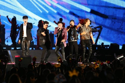 『a-nation stadium fes. 』1日目<br>BIGBANG(左からT.O.P、V.I、G-DRAGON、SOL、D-LITE)