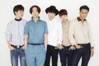 WINNER(左からイ・スンフン、ナム・テヒョン、カン・スンユン、キム・ジヌ、ソン・ミンホ)