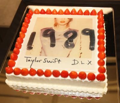 アルバム発売を記念したケーキ