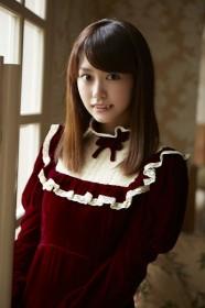 初挑戦のヴァンパイア役で牙をのぞかせる桐谷美玲/『恋する・ヴァンパイア』(4月17日公開)
