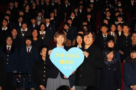 中高生を招待した長崎プレミア試写会の舞台挨拶に登壇