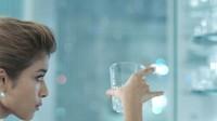 サントリー『ジムビーム』のCMキャラクターに選ばれたローラ