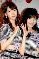 AKB48(左から)柏木由紀、渡辺麻友