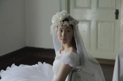 純白のウェディングドレス姿を初披露した『繕い裁つ人』
